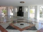 Marmorgulve er standarden i denne store villa